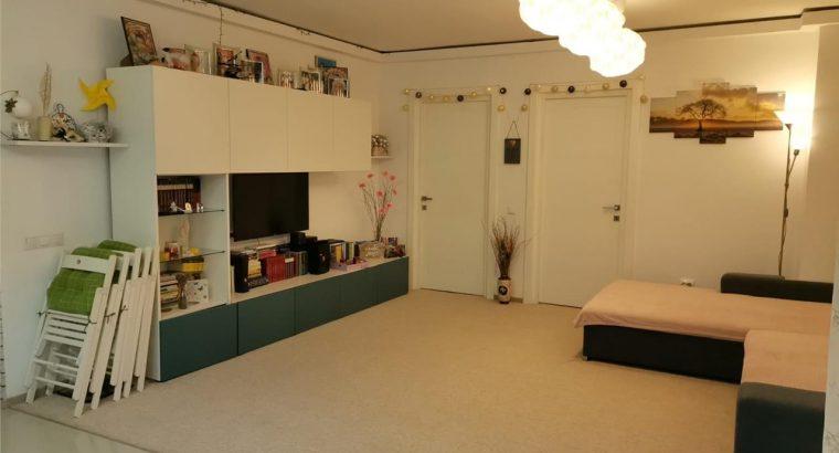 Vând apartament 3 camere , parcare , zona Terra!