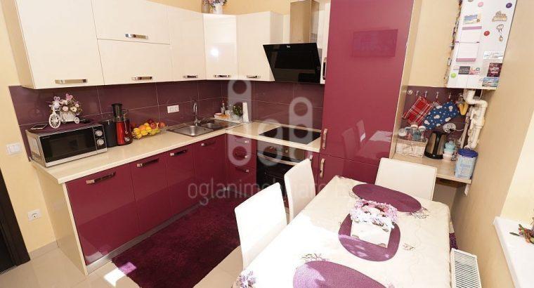 Apartament cu 3 camere si terasa mobilat utilat pe Calea Cisnadiei