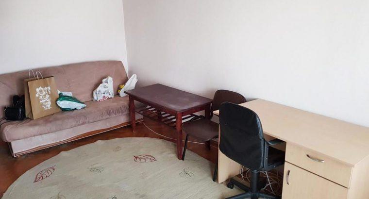 Închiriez îapartament 3 camere Aurel Vlaicu, zona OMV !!!
