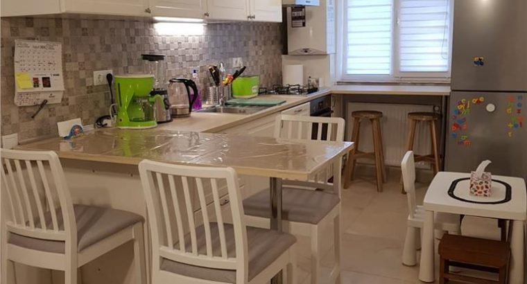 Vând apartament 2 camere decomandate, mobilat si utilat, zona Catanelor