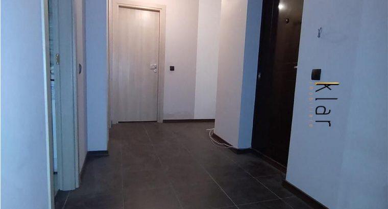 Vând apartament 2 camere decomandate , zona Florilor !