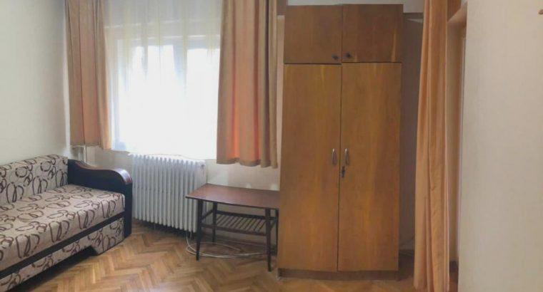 Vând apartament 1 camera zona Titulescu