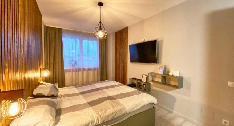 Vând apartament 3 camere , zona Vivo !