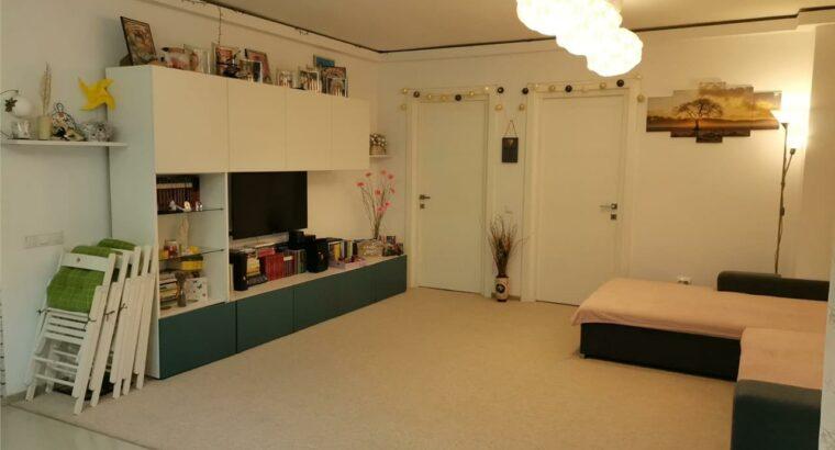 Vând Apartament 3 camere , parcare , zona Terra !