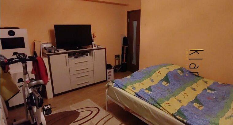 Vând Apartament 3 camere decomandate , parcare , zona Cetatii!
