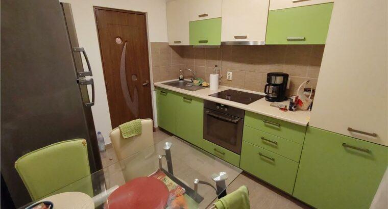 Vând Apartament 2 camere decomandate , zona Cetatii !