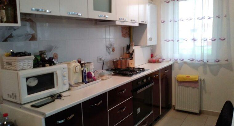 Vând apartament 3 camere, zona strazii Florilor, Floresti!